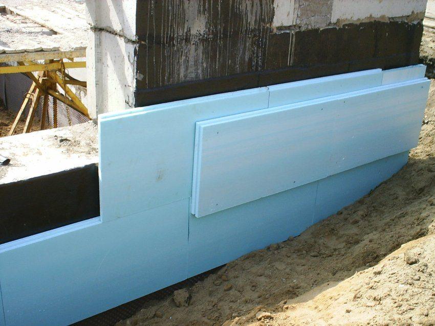 Использование экструдированного пенополистирола для утепления фундамента здания