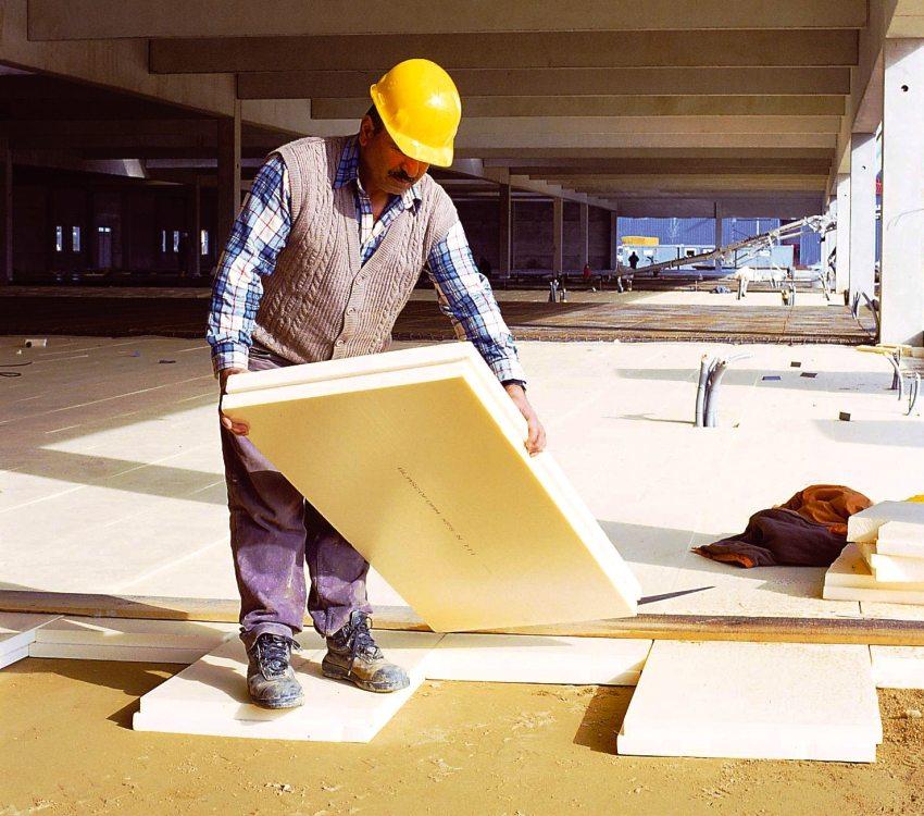 Пенополистирол используется как для внутренних, так и для наружных строительных работ