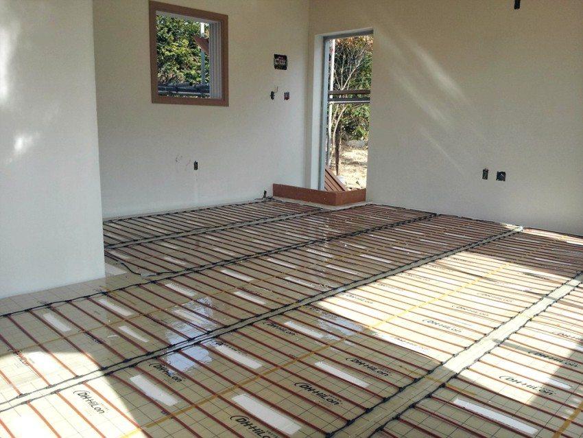 Укладка нагревательной пленки на деревянный пол