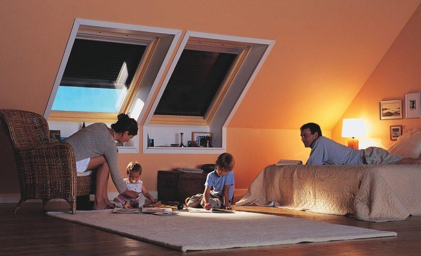Уютная комната в мансарде под утепленной крышей