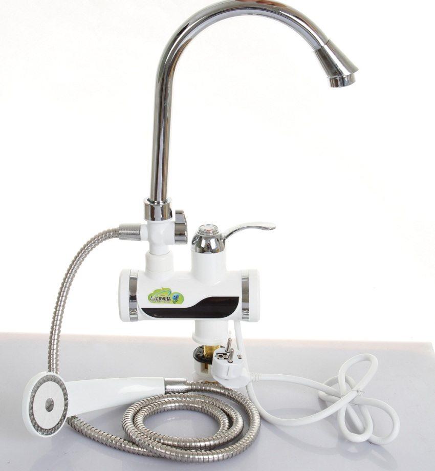 Проточный электрический водонагреватель для установки в ванной комнате