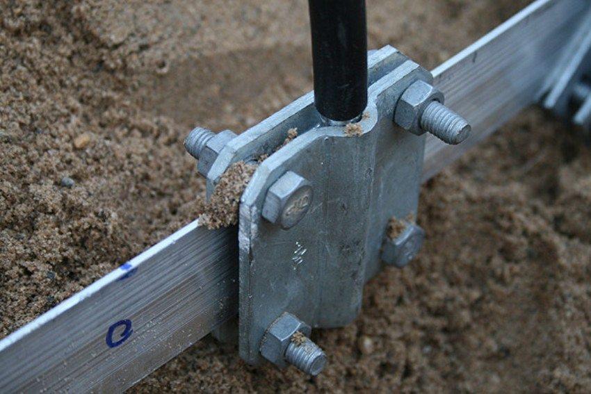 Для обвязки заземляющего контура используется стальная полоса шириной 40-50 мм