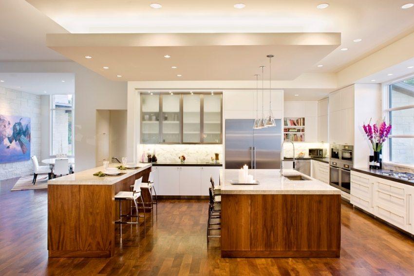 Подвесная конструкция на потолке кухни
