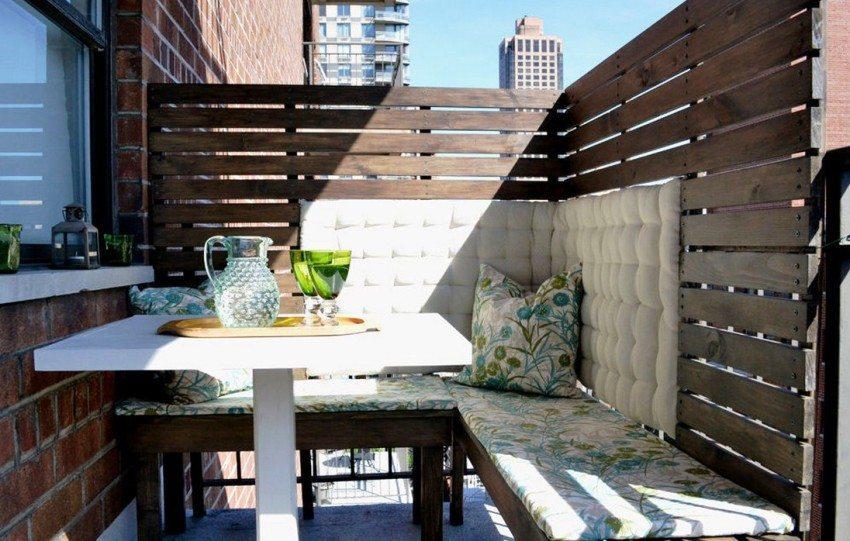 Деревянные панели на балконе