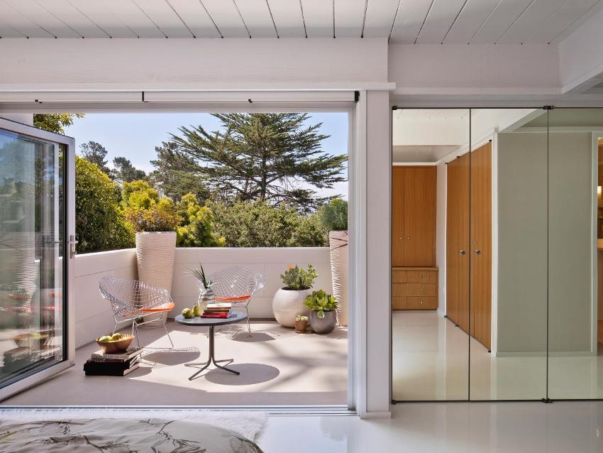 Отделка балкона должна сочетаться с общим стилевым решением комнаты