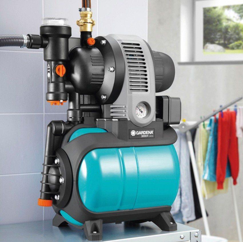 Компактный поверхностный насос с низким уровнем шума можно разместить внутри дома