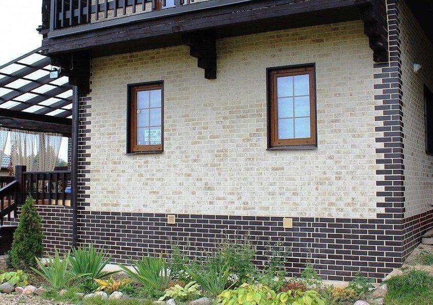 Наружные стены дома облицованы фасадными панелями