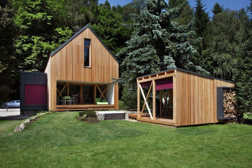 Небольшой дом и хозяйственная постройка на дачном участке