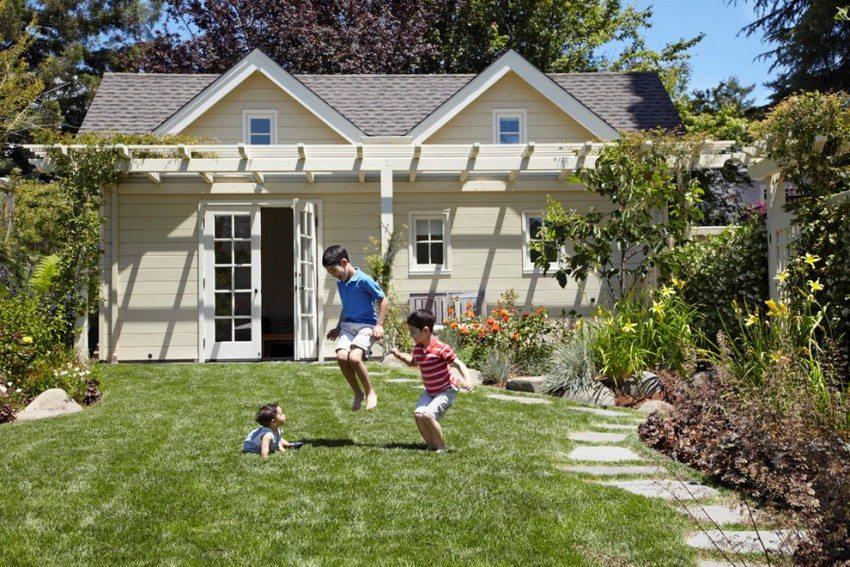 В благоустроенном дачном доме можно проживать с семьей в летнее время
