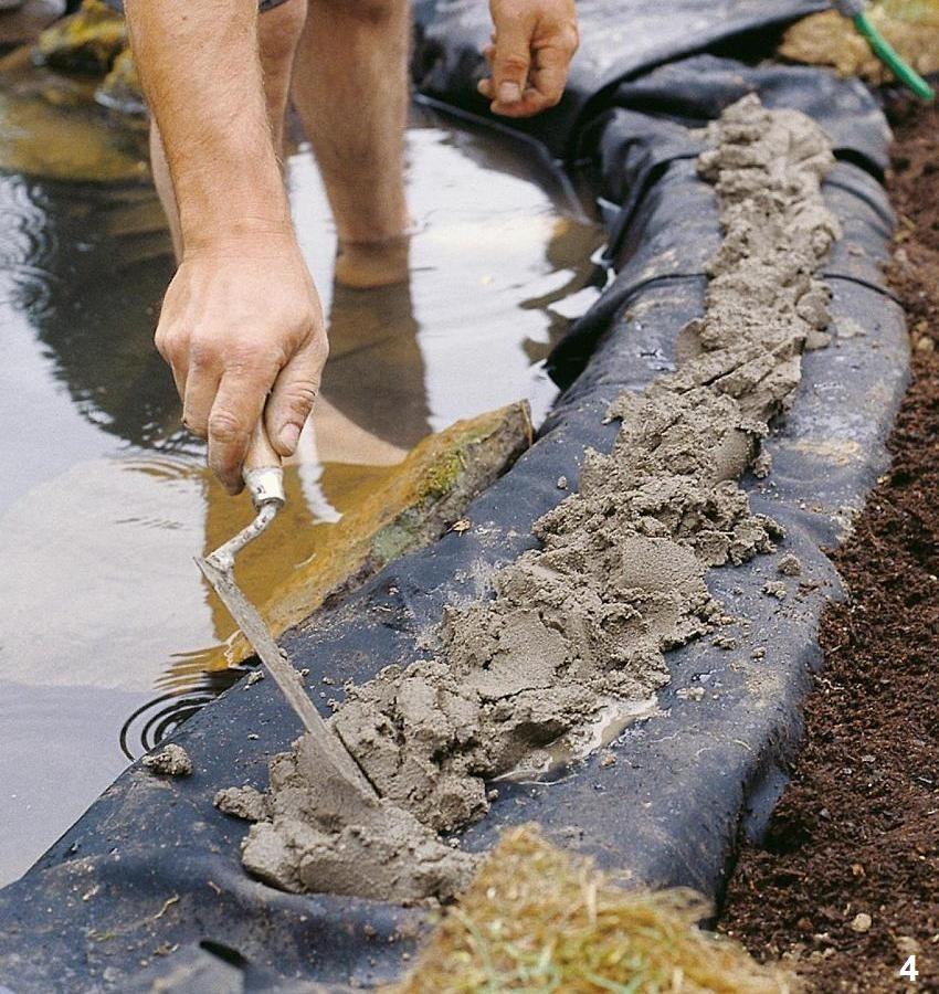 Шаг 4: закрепление краев гидроизоляционного материал