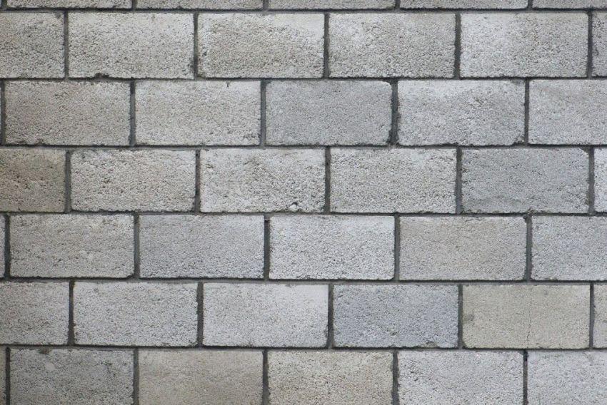 Стена, выложенная из шлакоблоков