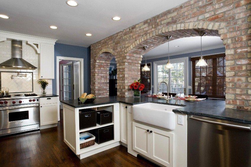 Использование декоративного кирпича для облицовки арки на кухне