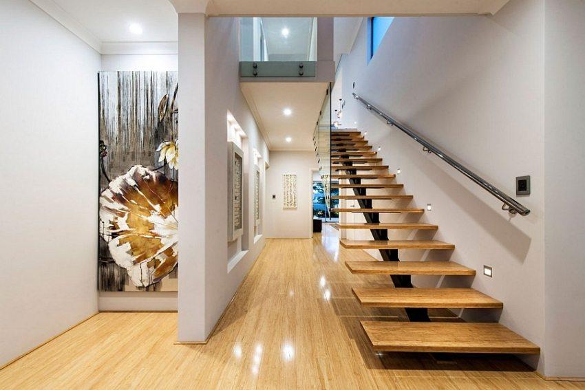 При выборе лестница на второй этаж важно правильно рассчитать ее размер