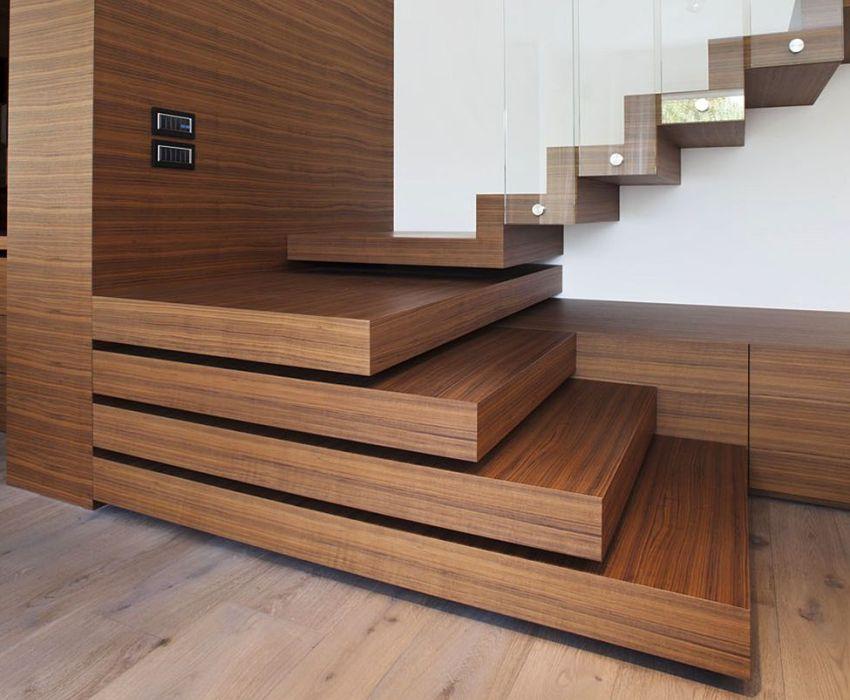 Лестница с оригинальными ступенями