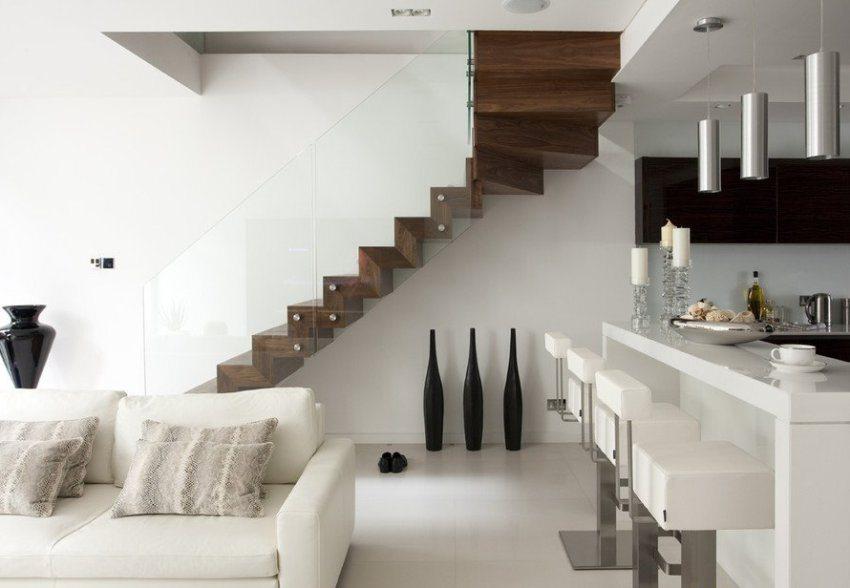 Компактная пристенная лестница
