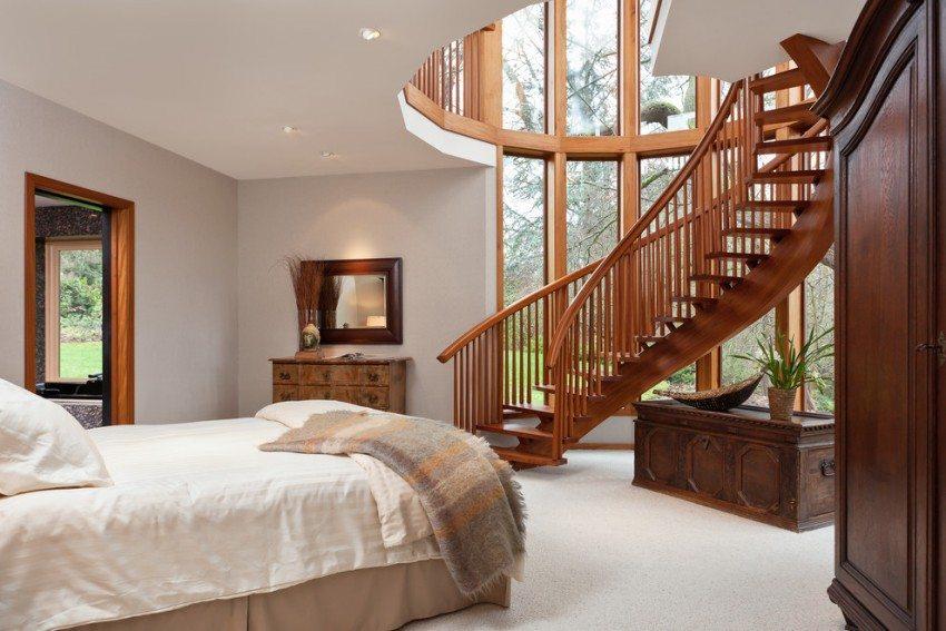 Винтовая лестница в спальне
