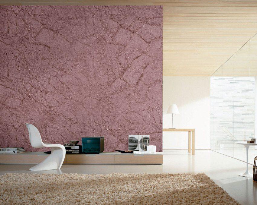 Оформление стен гостиной декоративной фактурной краской