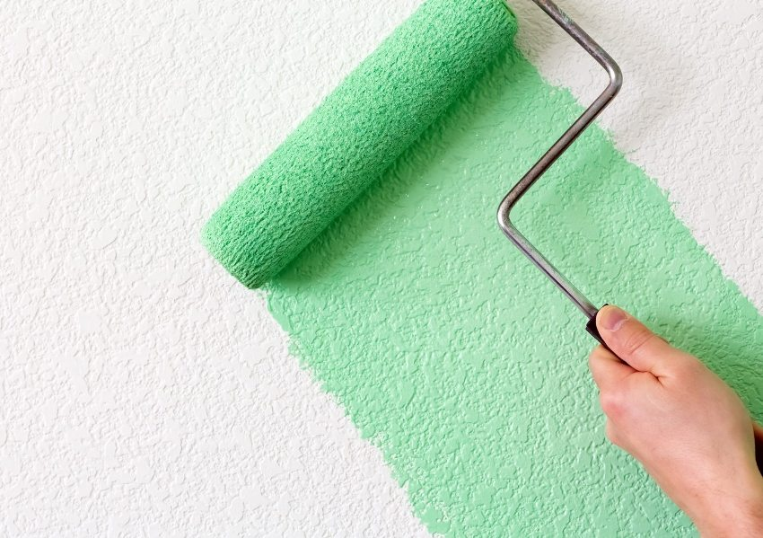 Латексные краски можно использовать для окрашивания обоев