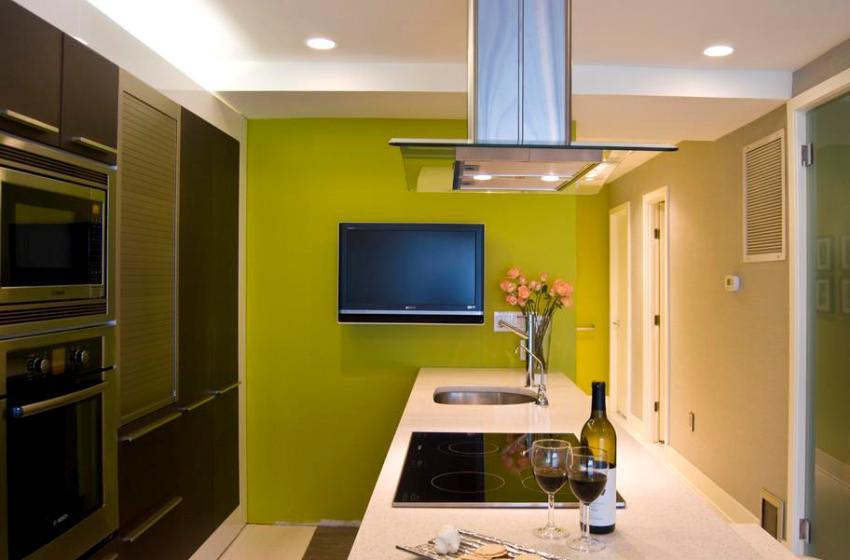 Для оформления стен на кухне нужно выбирать краску с более высоким уровнем износостойкости