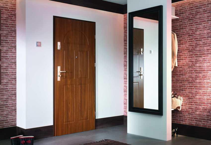 Лучшими теплоизоляционными свойствами будет обладать дверь с двойным слоем утеплителя