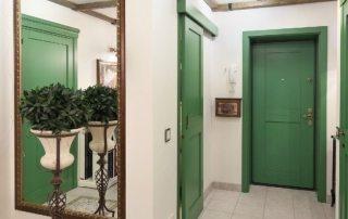 Какую входную дверь в квартиру выбрать: эстетика и безопасность