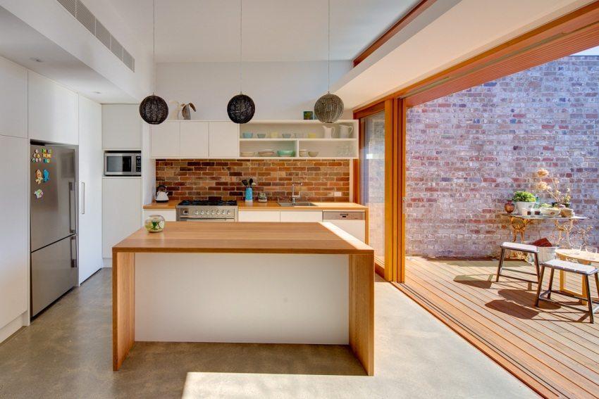 Практичное и одновременно нарядное решение - оформление кухонного фартука клинкерной плиткой