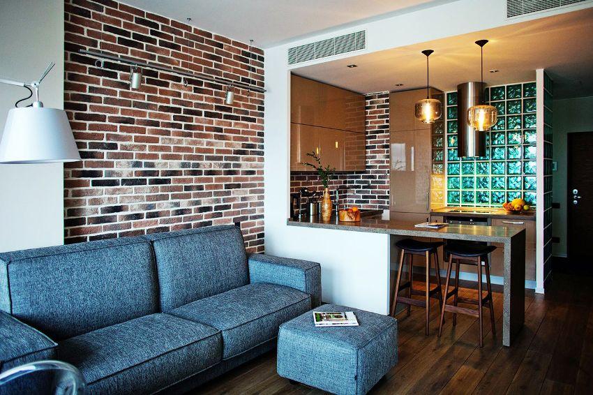 Декоративные кирпичные стены не боятся влаги, что облегчает уход за ними