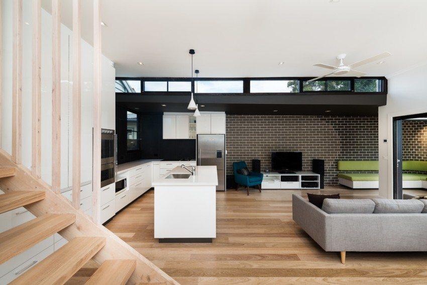 Пример использования глянцевой клинкерной плитки в интерьере гостиной