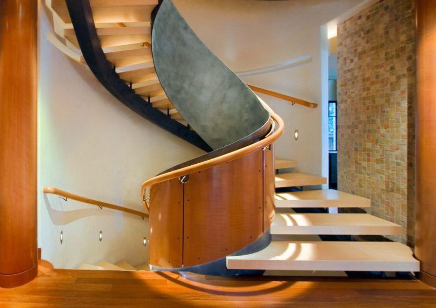 Лестница с широкими ступенями