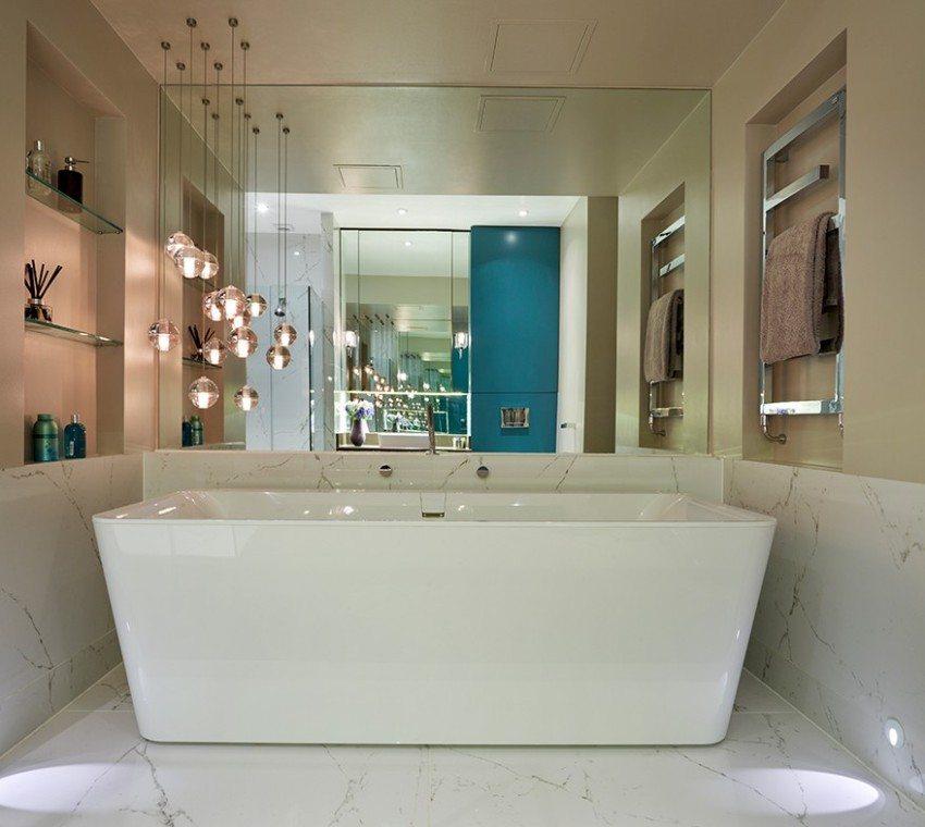 Люстра в ванной комнате должна быть выполнена из влагозащитных материалов