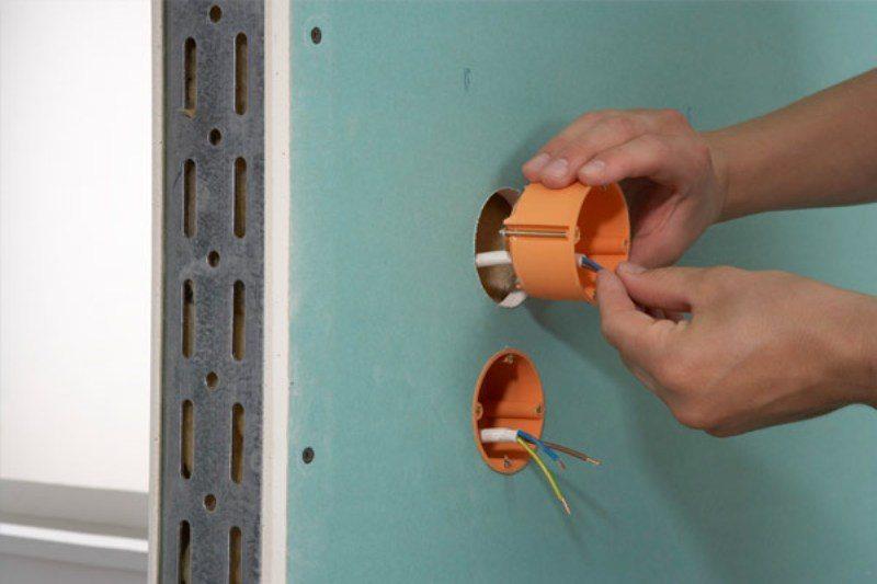 Шаг 11: вывод розеток и выключателей