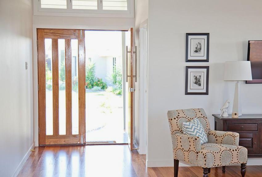 Входная дверь со стеклянными вставками