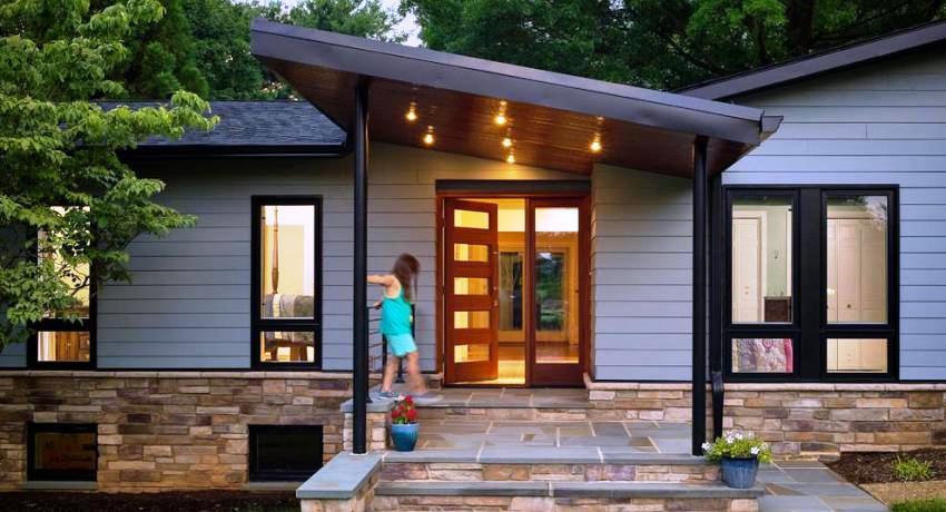 Пластиковые входные двери для частного дома, фото и особенности