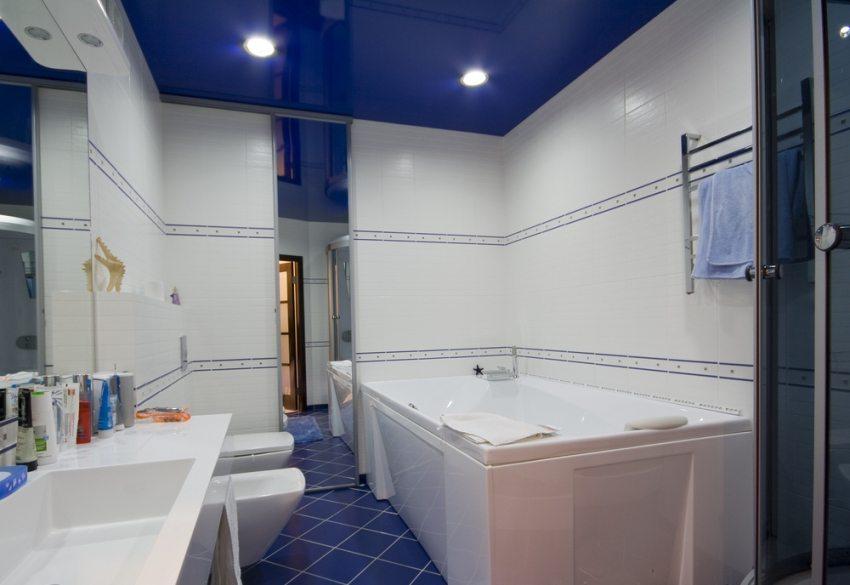 Натяжной потолок с точеной подсветкой