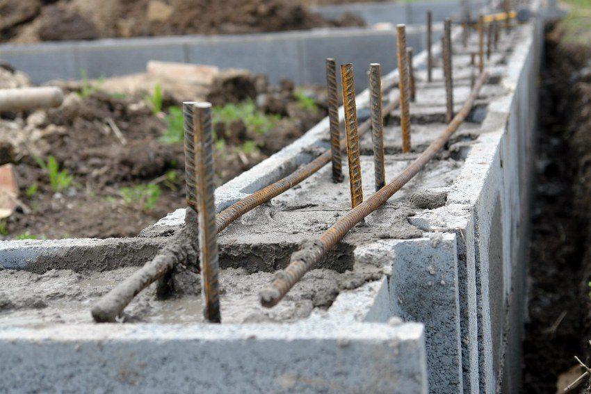 Использование арматуры в строительстве фундамента