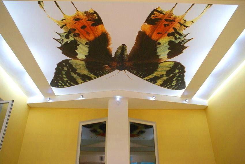 Фотопринт с изображением бабочки на тканевом натяжном потолке