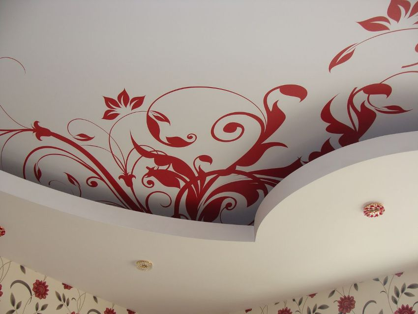 Рисунок на потолке