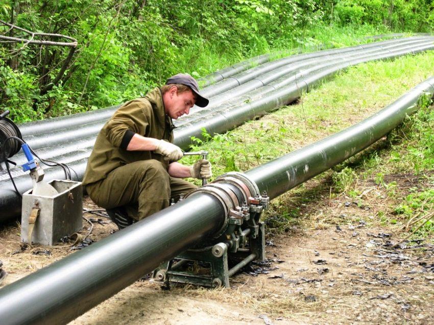 Монтаж магистрального трубопровода с применением труб ПНД