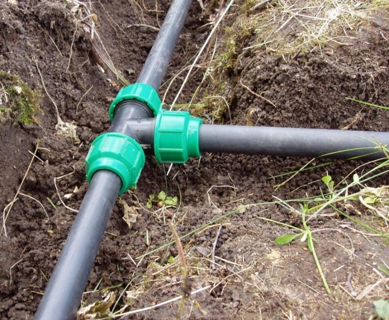 Как провести водопровод из пластиковых труб своими руками 19