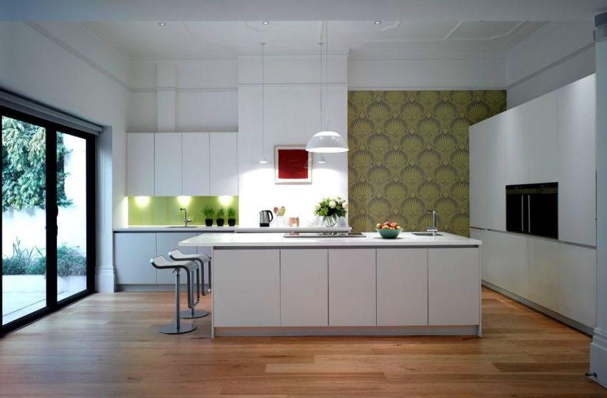 Для оклеивания стен кухни - необходимо выбирать влагостойкие, моющиеся обои