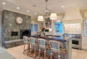Пример использования декоративного камня в оформлении кухонного пространства