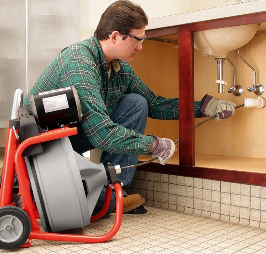 Сантехнический трос - один из методов механической очистки труб