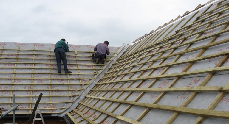 Покрываем крышу профлистом своими руками