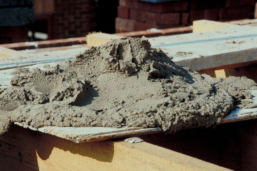 Степень густоты бетонных смесей разделяет их на жесткие и пластичные