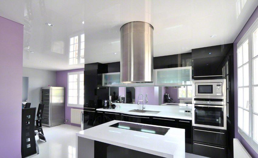 Натяжной потолок - красивое и практичное решение для современной кухни