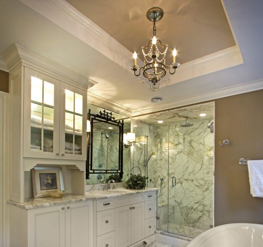 Двухуровневый натяжной потолок способен выгодно подчеркнуть дизайн ванной ванной комнаты