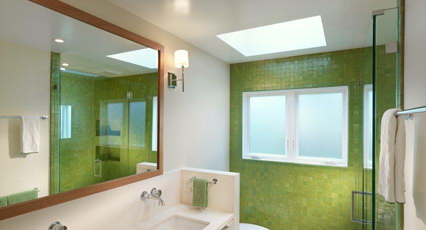 Натяжной потолок в ванной комнате, фото готовых дизайнерских решений