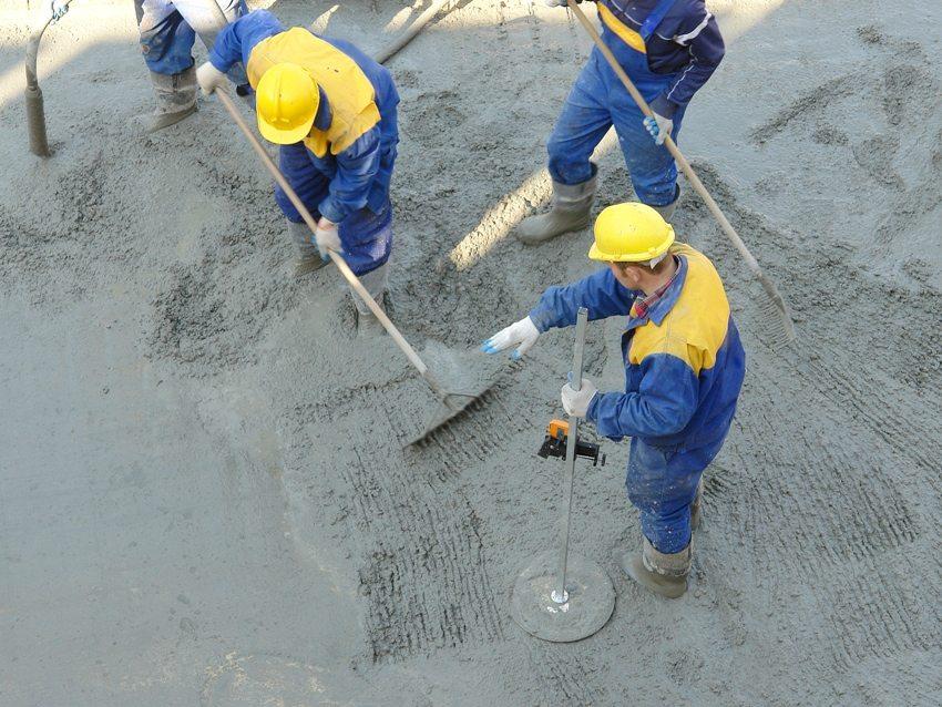 Для приготовления бетонной смеси используются различные марки цемента