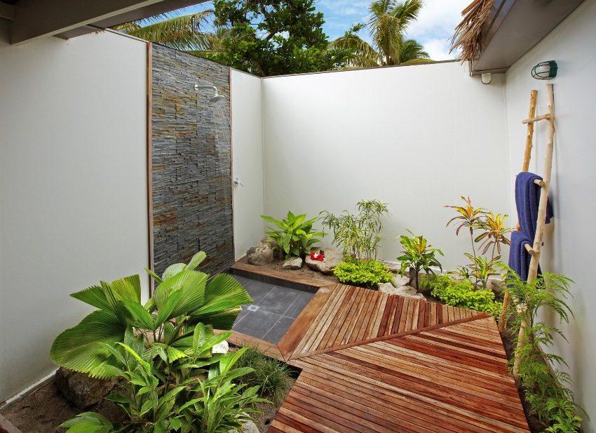 Солнечный водонагреватель обеспечит дачный душ теплой водой в летнее время года