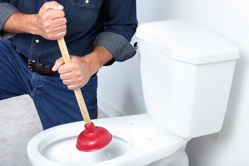 Во избежание пробок и засоров, не рекомендуется сливать в унитаз остатки пищи, наполнители кошачьих туалетов и другие труднорастворимые предметы